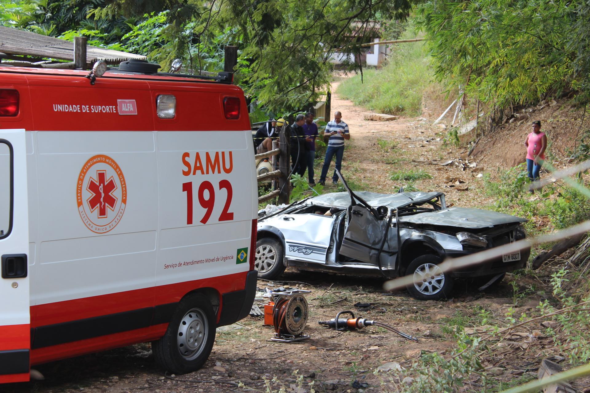 As três vítimas viajavam no banco traseiro do veículo