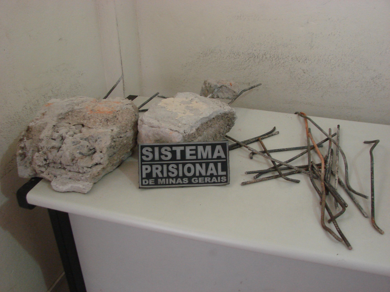 Os presos quebraram pedaços de concreto e ferragens das camas e colunas. Fotos: Bell Silva