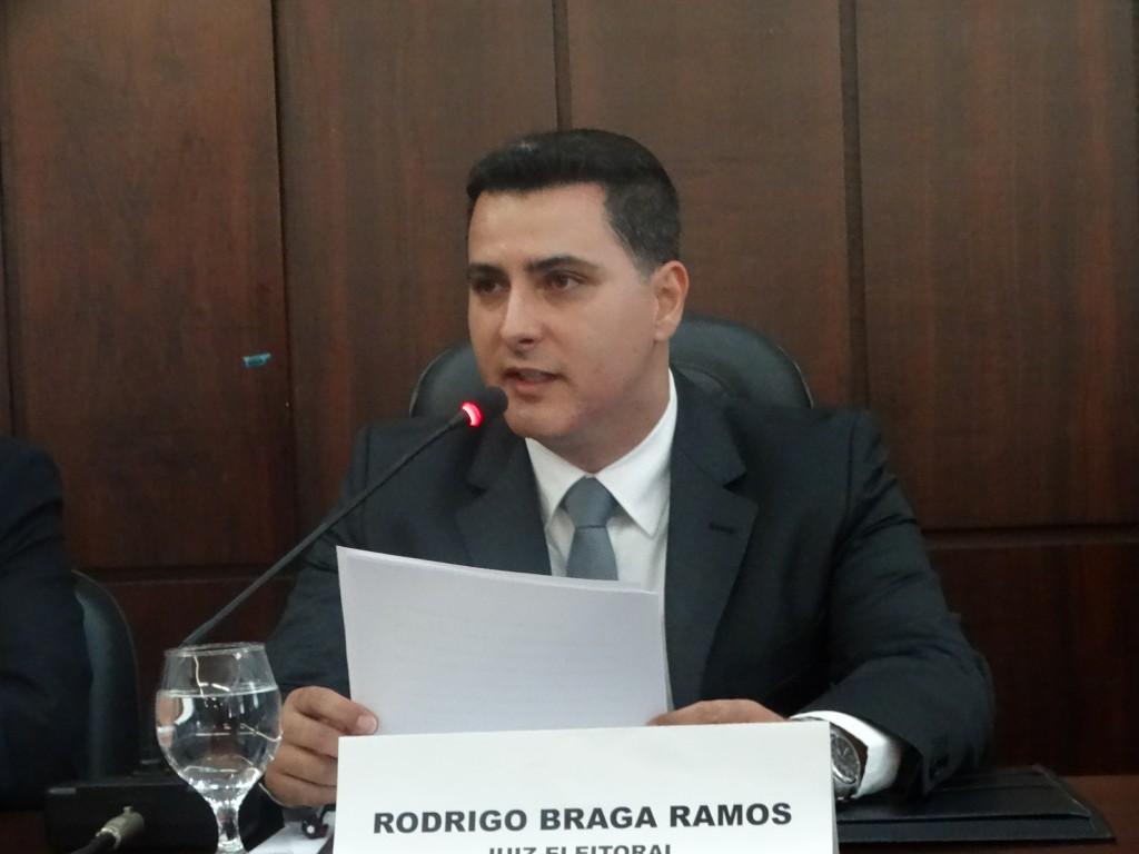Juiz Eleitoral Rodrigo Braga conduziu o ato de diplomação dos eleitos em João Monlevade