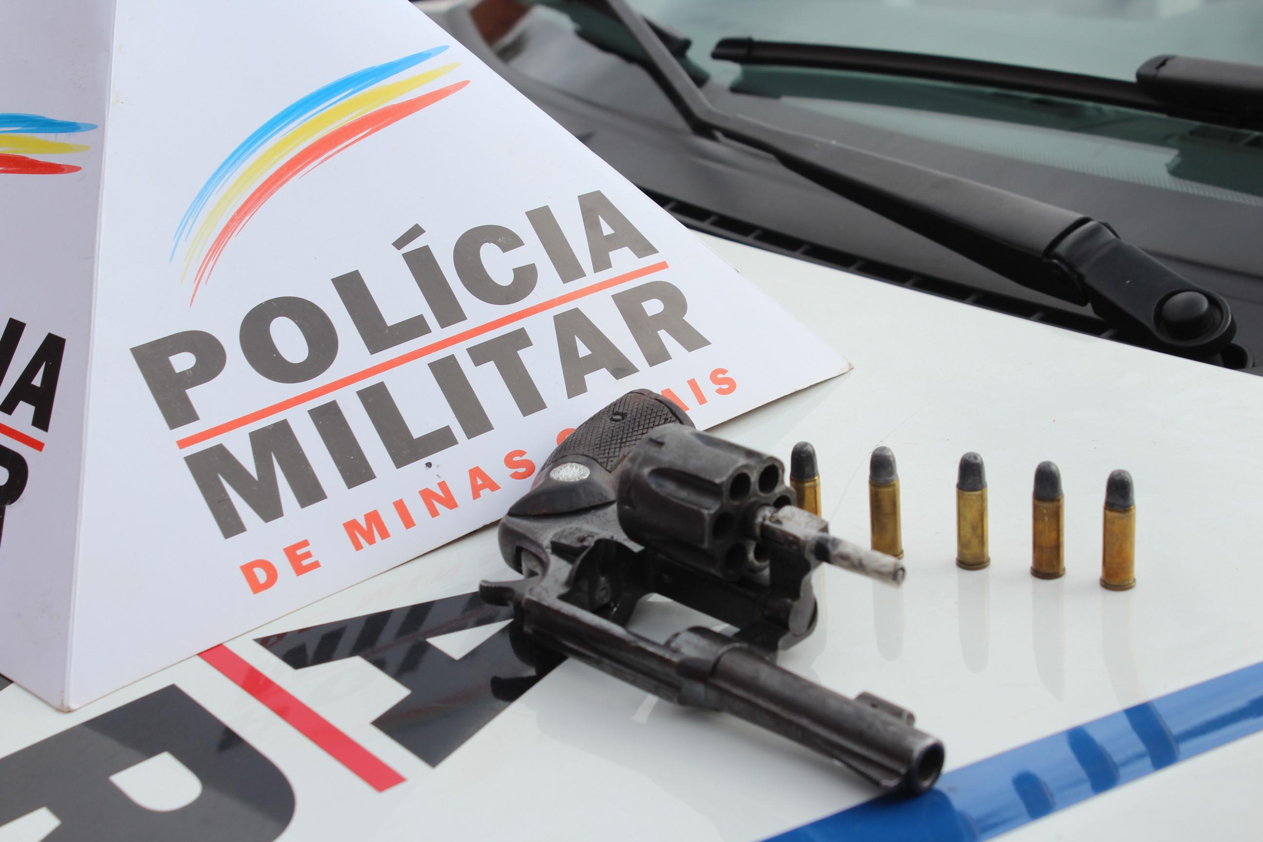 Uma arma de fogo foi aprendida pela polícia - Foto: Thalles Benício