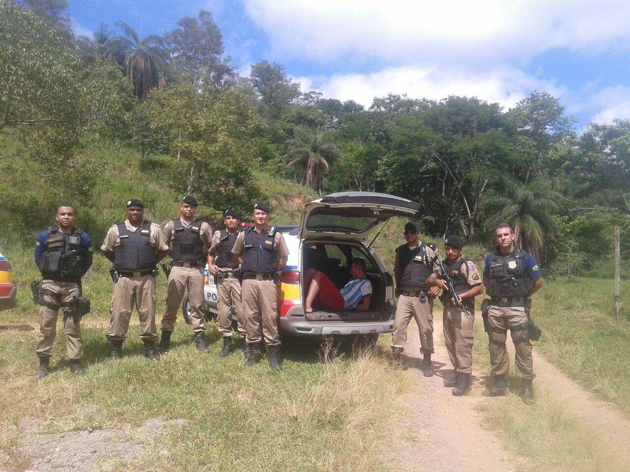 Os autores tentaram fugir quando a PM chegou, mas foram capturados e presos